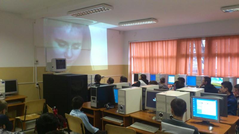 Imaginile prezintă o parte din activităţile desfăşurate în cadrul proiectelor în care sunt  angrenaţi elevii liceului