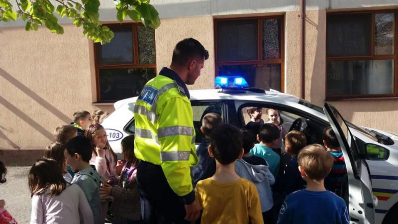 """,,Polițistul ne invață cum să circulăm corect"""""""