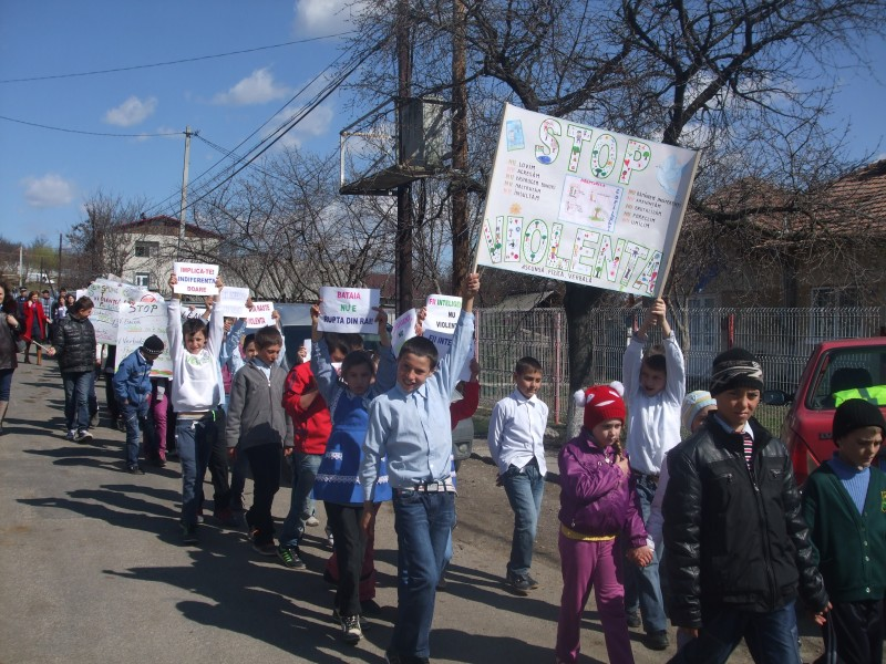 Fara violenta! Pentru asta au participat elevii nostri la un mars al tacerii antiviolenta din cadrul uni proiect cu aceasta tema.