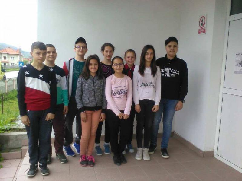 """Elevii care au participat la Concursul """"Micul Informatician"""" la Colegiul National Dinicu Golescu"""