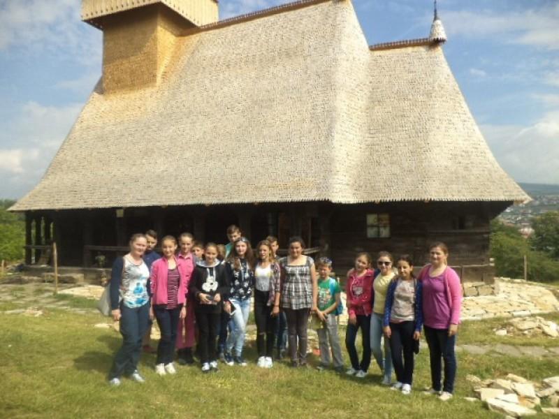 Vizitarea gospodăriilor ţărăneşti tradiţionale reprezentative pentru zone etnografice distincte din Transilvania.