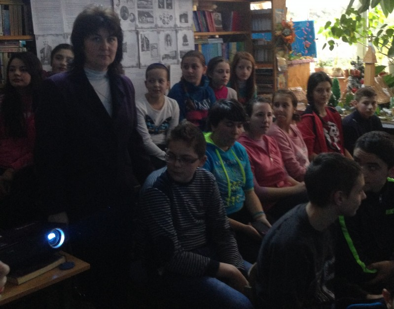 Un poet care dainue vremii si vremurilor, nestins in amintirea oamenilor prin viata si opera sa fascinanta. Elevii scolii l-au omagiat si in acest an pe poetul nepereche Mihai Eminescu.