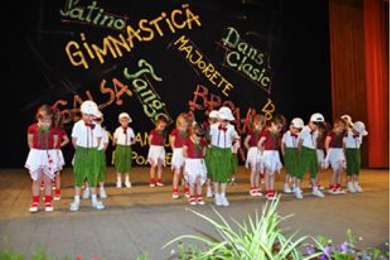 "Concursul judetean de dans ""Ritmurile tineretii"""