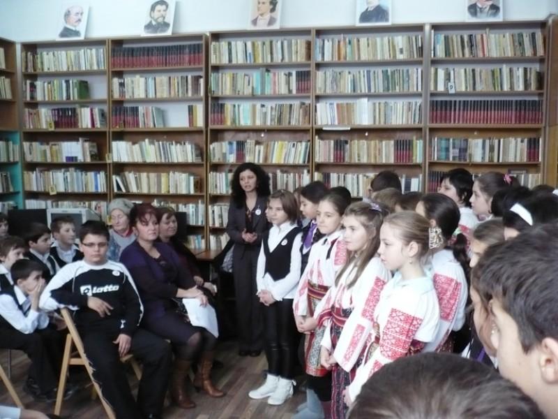 Elevii Scolii ''Nicolae Iorga''Bacau l-au omagiat pe Eminescu