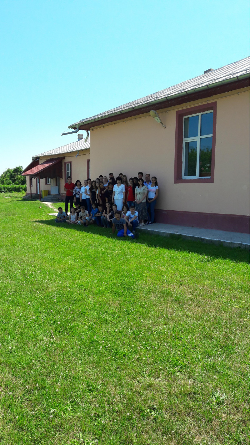În curtea școlii