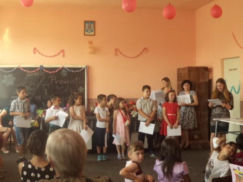 Premirea celor mai buni elevi din ciclul primar