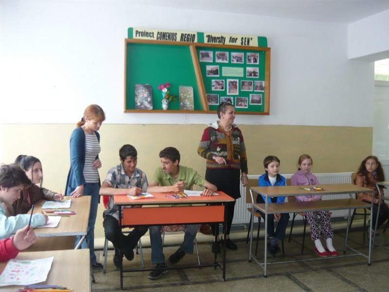 Activitati desfasurate impreuna cu elevi ai Scolii Gimnaziale I.L. Caragiale Pitesti  - 1 iunie 2014