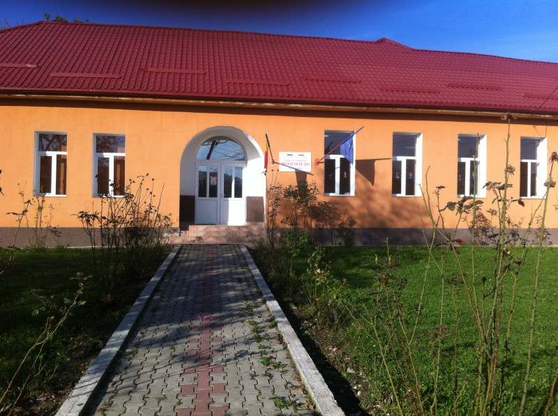 aspect exterior scoala