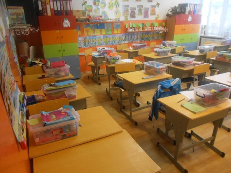 Spatii in care lucreaza elevii din clasele pregatitoare.