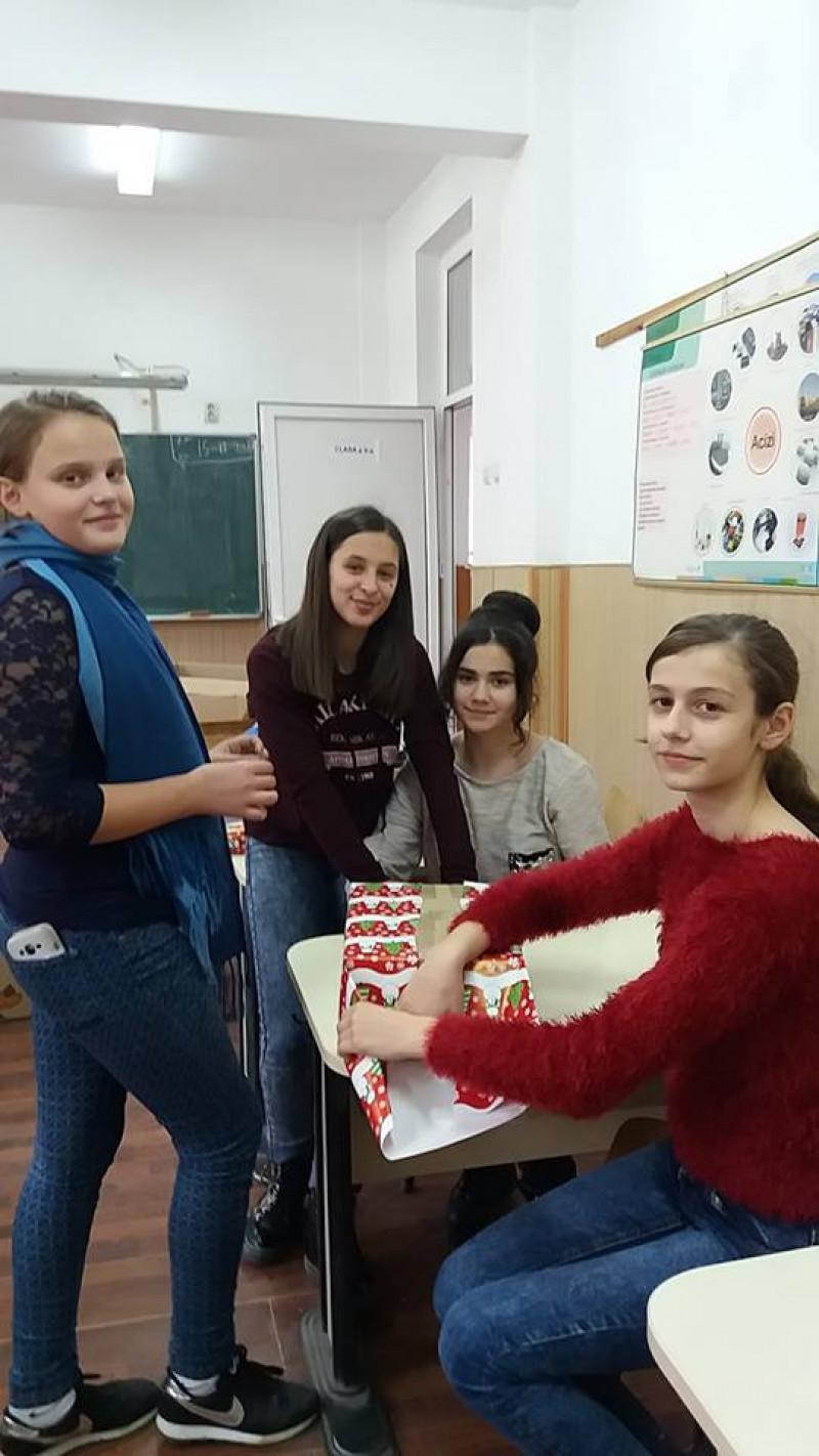 Elevii Școlii Gimnaziale Florești, jud. Mehedinți, au desfășurat în perioada 4-21 decembrie 2017, activități în cadrul Proiectului Strategia Națională de Acțiune Comunitară.