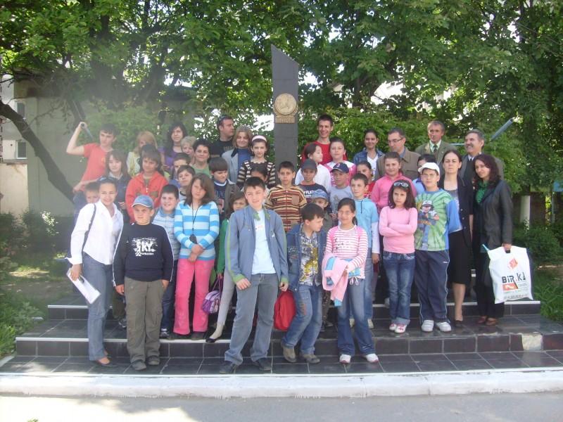 Imagine grup elevi paticipanţi şa Concursul Interjudeţean Informatică