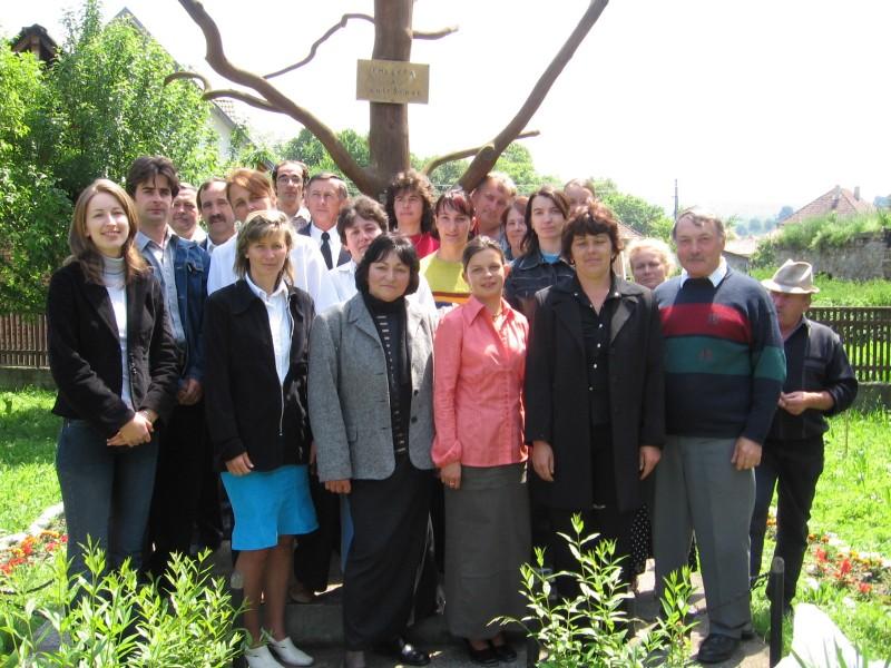 Tanárok, karbantartók és a titkárság 2006-ban