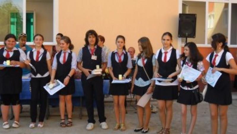 Premierea elevilor cu media anuală 10