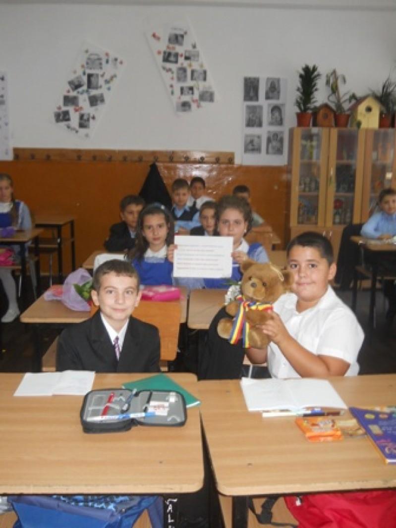 Elevii clasei I A cu mascota proiectului