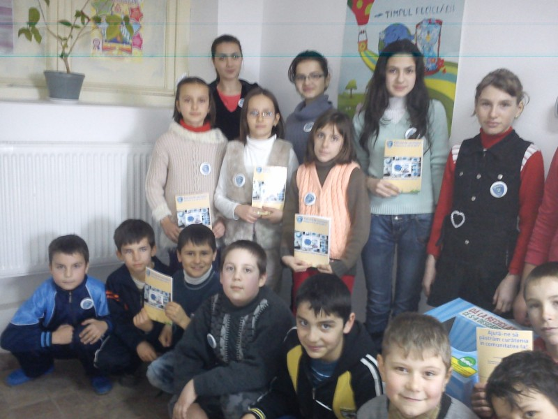 Echipajul scolii care participa la proiectul,, Patrula de reciclare'' , cu scopul colectarii deseurilor electrice si electronice