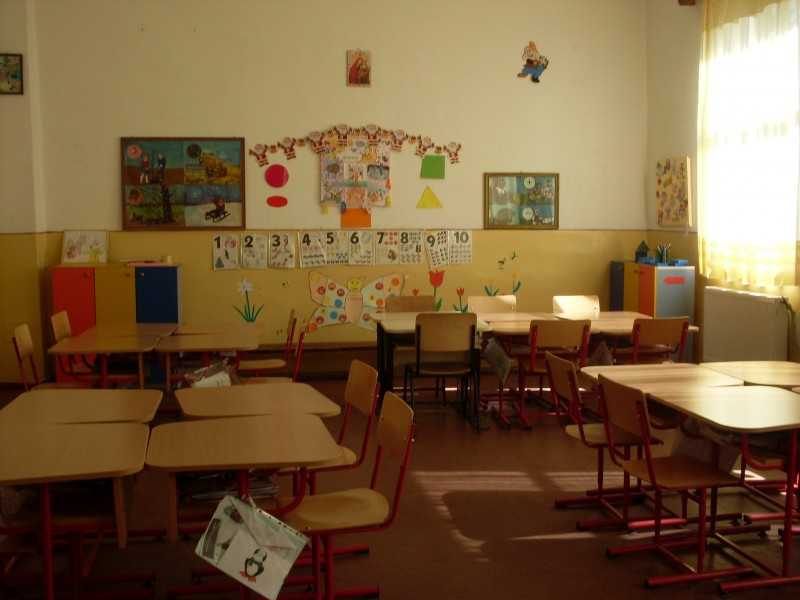 """Imagini din salile in care se desfasoara activitatea claselor pregatitoare Scoala gimnaziala """"Dragos Marin"""""""