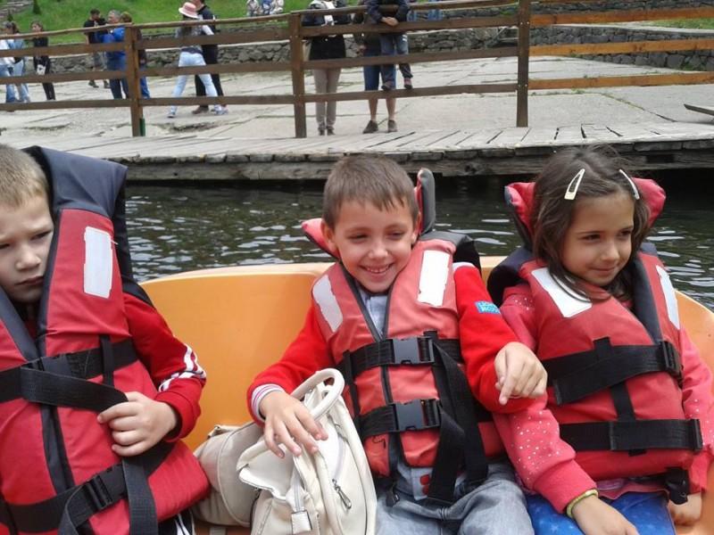 Cu barca la Lacul Rosu
