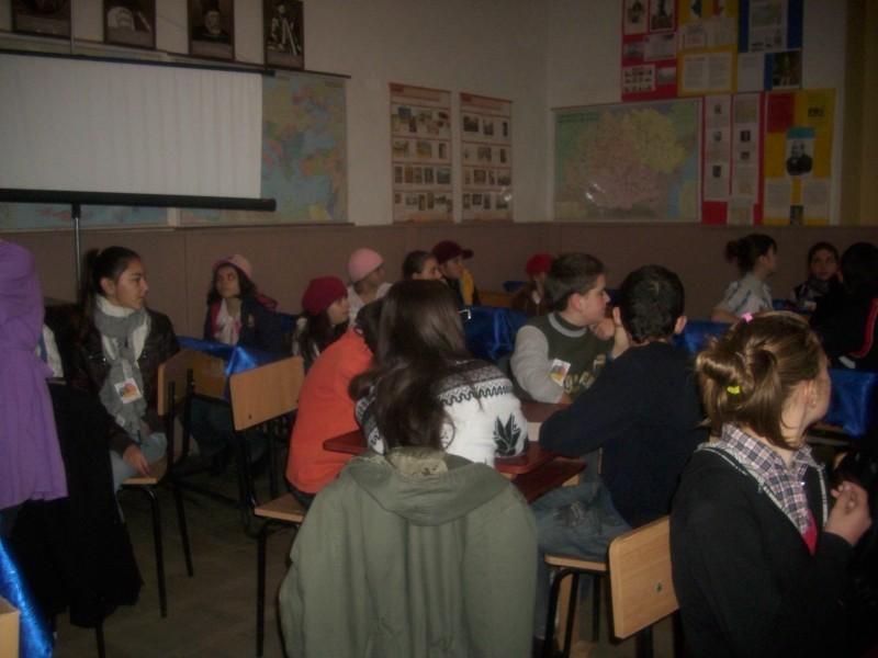 Au participat elevii claselor a VII-a, a VIII-a A si a VIII-a B. Profesorii invitati: Fricosu Ionelia si Isache-Popa Carmen Petronela.