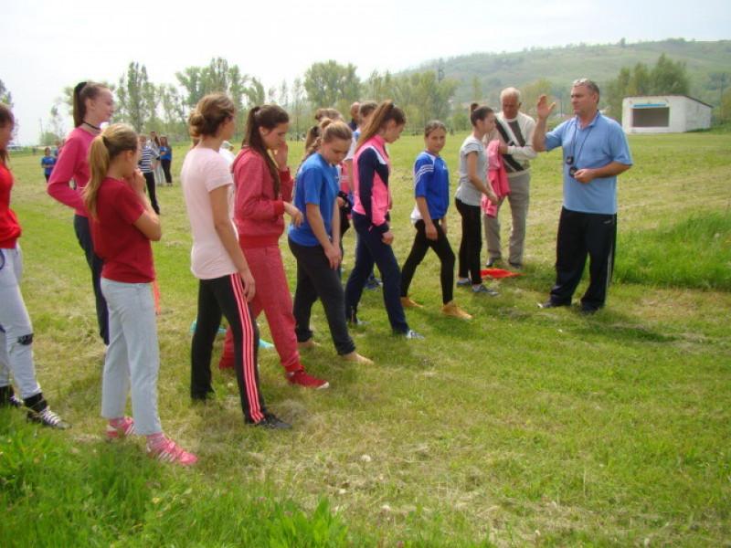 """""""Speranţe olimpice"""", elevii participă, antrenaţ de profesorul Dumitru Moşneag"""