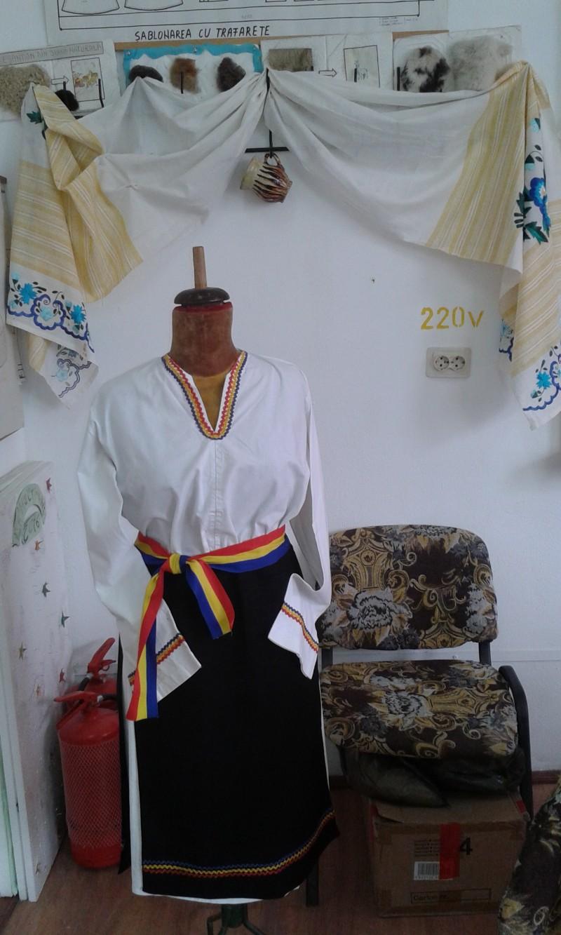 Costum popular dobrogean