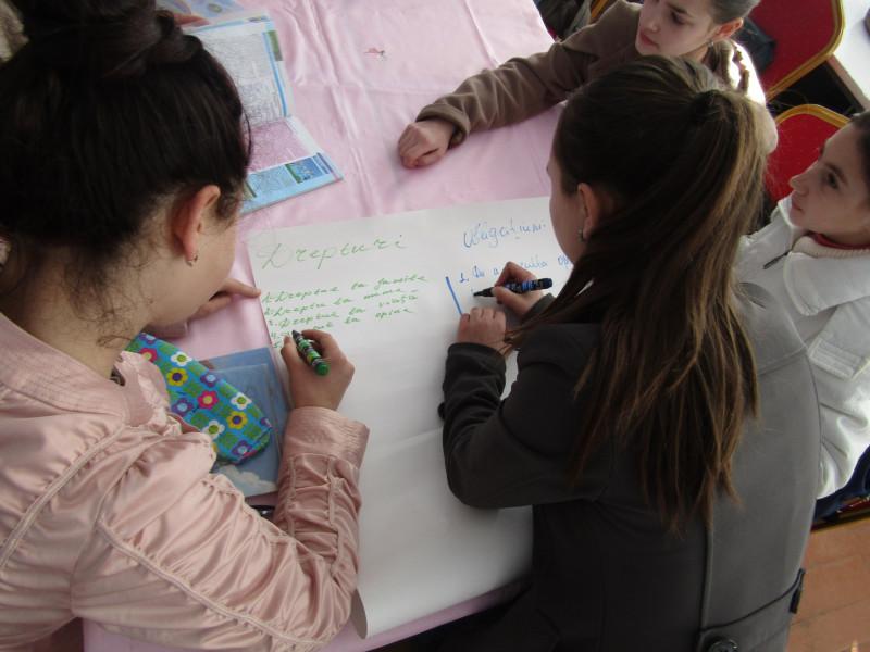 """""""Avem drepturi şi obligaţiuni"""", activitate ghidată de  profesorul Valeriu Milea"""