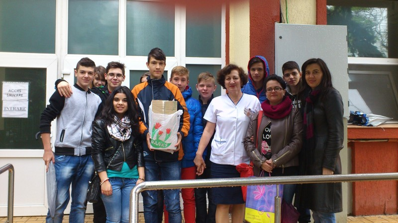 Donație pentru copii internați în  Spitalul de Pediatrie, Ploiești-clasele a VIII-a A, B