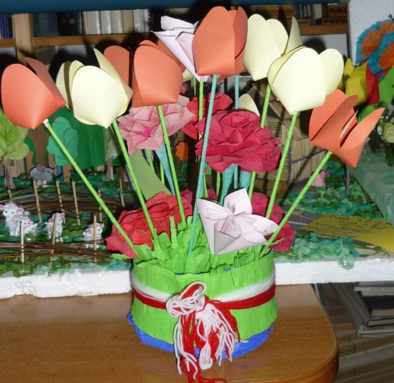 """Fie ca primavara sa va inunde sufletul de bucurie cu parfumul tuturor florilor sale. Elevii Scolii """"George Cosbuc"""" , prescolarii Gradinitei Nr. 13 si Nr. 7 Popa Lupu va ureaza """"La multi ani !"""""""