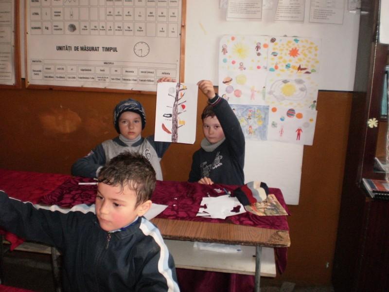 Fotografiile prezinta cateva din activitatile desfasurate de elevii scolii prim. Apa-Neagra,in perioada 1-5 .04.2013