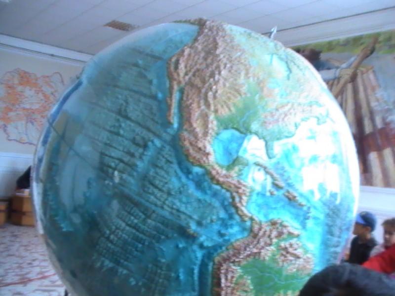 Planeta albastră faţă de noi...