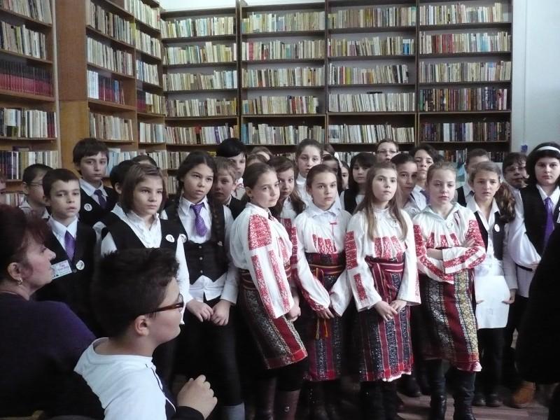 Elevii de la Scoala ''Nicolae Iorga'' Bacau l-au omagiat pe Eminescu