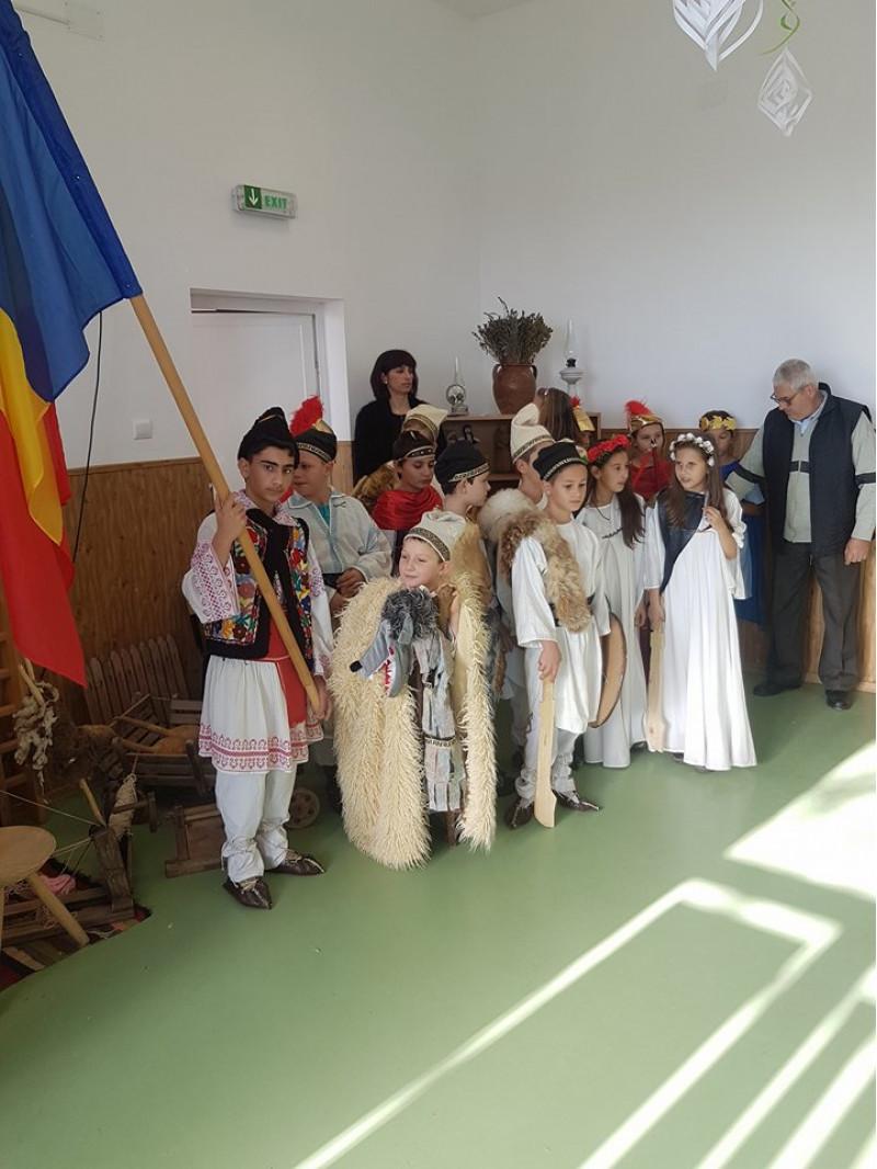 Prin activitatile realizate, elevii Scolii gimnaziale nr. 1 comuna Cuza Voda judetul Calarasi, au omagiat sacrificiul stramosilor pentru unitatea si integritatea nationala.