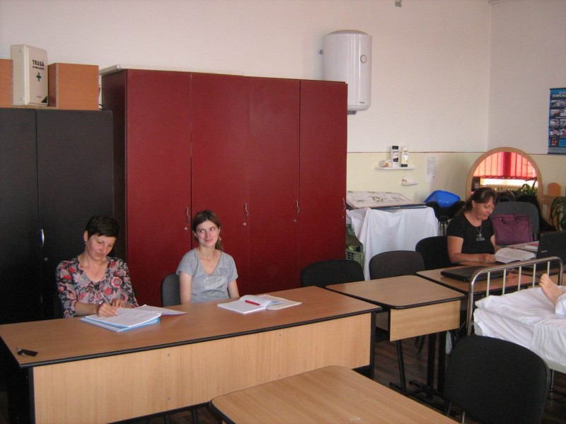Sala de documentare si studiu dotata cu calculatoare, internet, si material bibliografic.