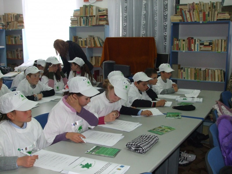 Copiii au completat un chestionar pe teme ecologice in cadrul proiectului Respecta-ti viitorul.