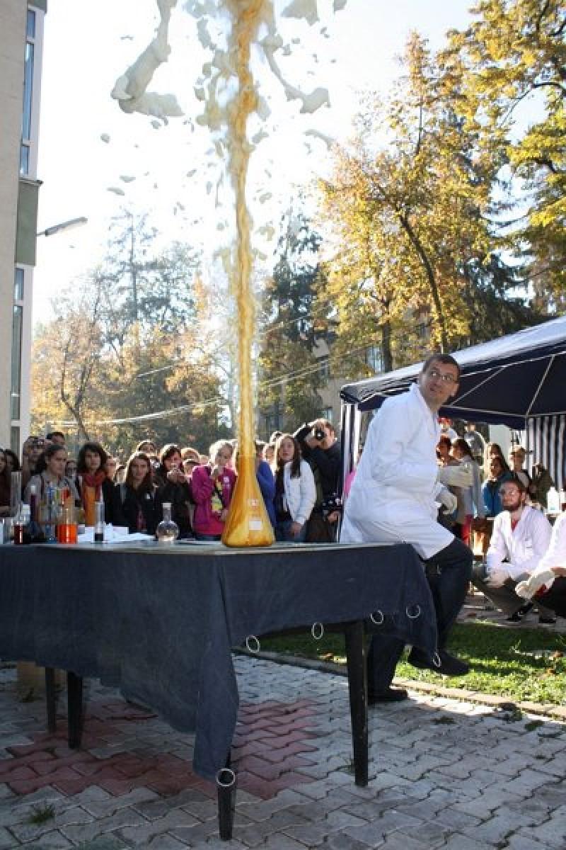 participarea la Ziua Portilor Deschise ale Facultatii de Chimie si Inginerie Chimica, Universitatea Babes-Bolyai din Cluj-Napoca.- prof. Regina Dragos