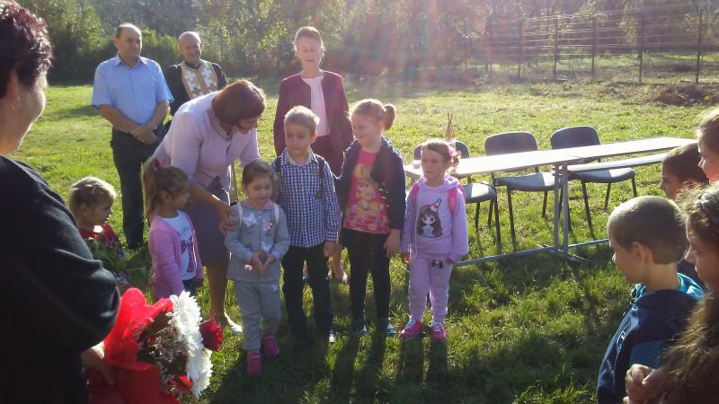 Bucuria celor mai mici scolari.