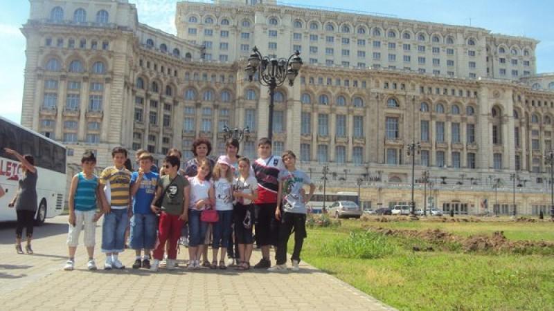Grupul de elevi in vizita la Palat