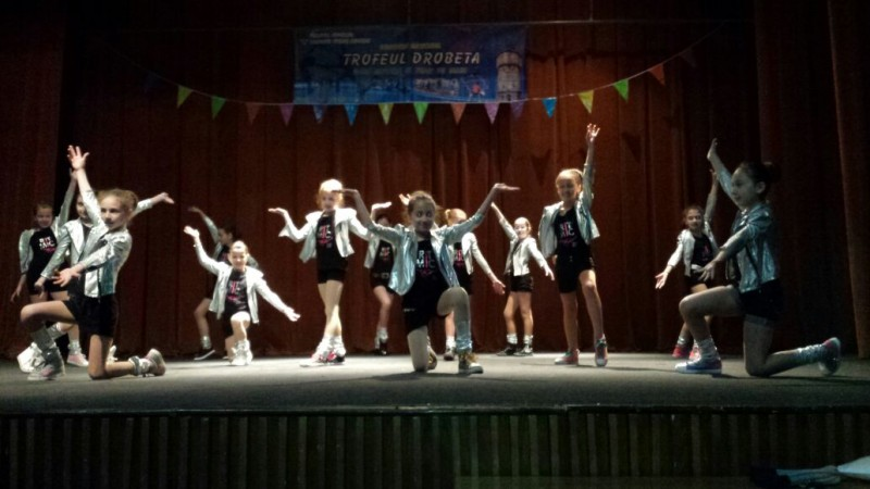 concurs de dans modern și tenis de masă
