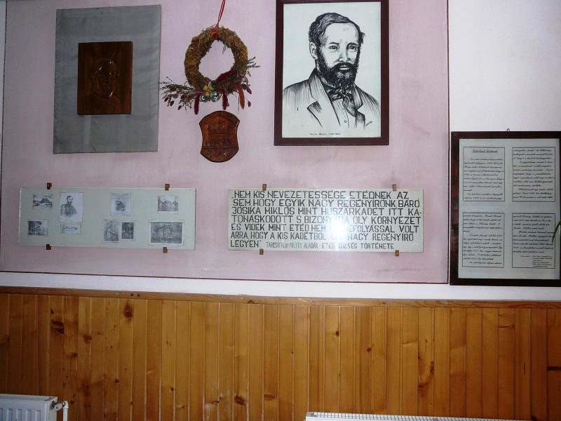 Scoala mea. Josika Miklos la Atid. Megemlékező tábla az iskola névadójáról