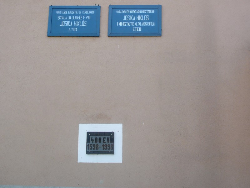 400 éves az oktatás Etéden. Emléktábla