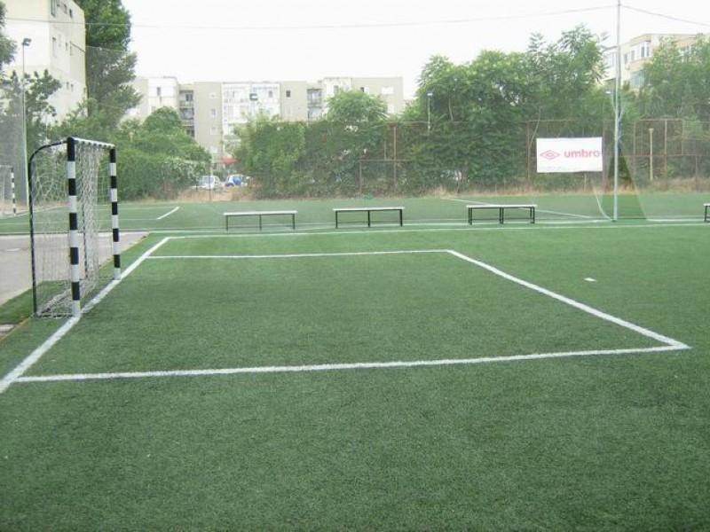 Terenul de Sport cu gazon artificial. Un teren verde tot timpul anului !