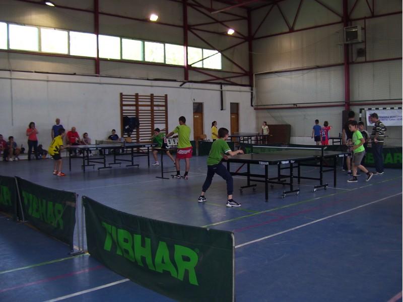 concurs de tenis de masă și dans modern