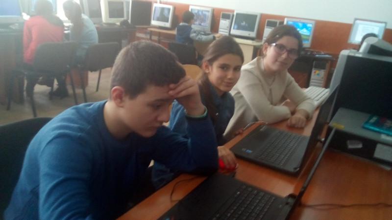 """Activitate desfășurată la Școala Gimnazială Nr1. Hârtiești - Argeș  - Săptămâna 4-8 Decembrie """"Ora de Programare"""" pentru elevii de gimnaziu."""