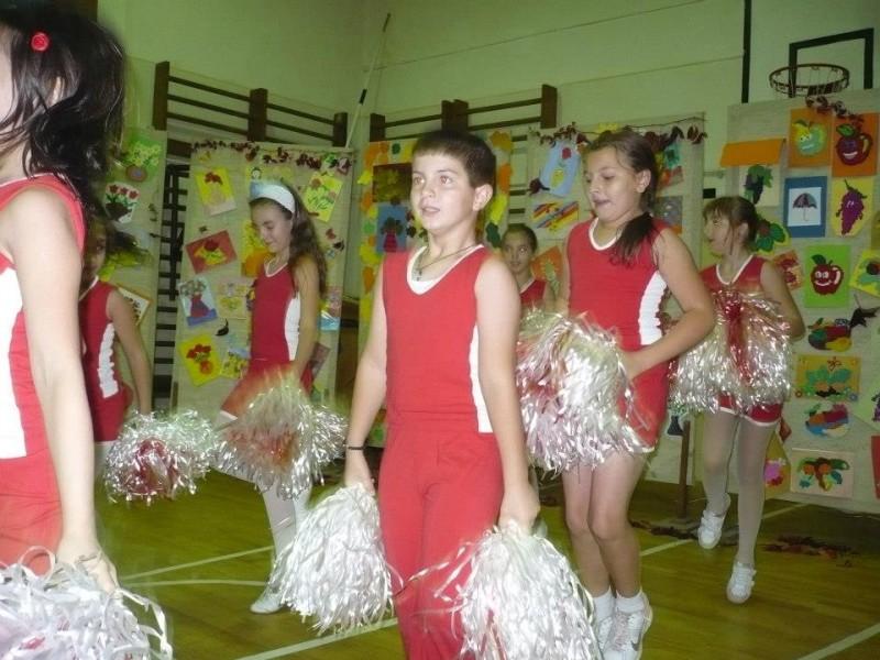 Spectacol la Carnavalul Toamnei