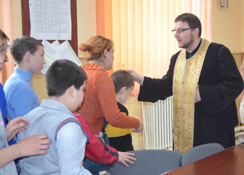 Activitate desfăşurată împreună cu preotul şcolii