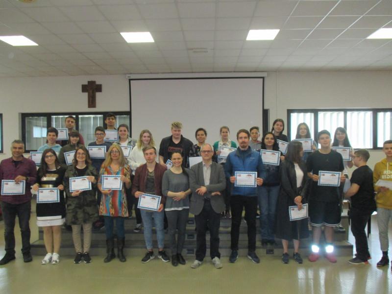 Toţi participanţii au primit certificate.