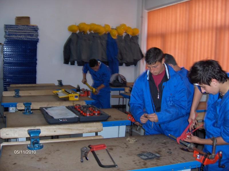 Elevii de la domeniul construcţii aplică cunoştinţele dobândite