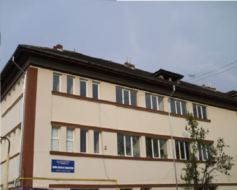 Este o poză a şcolii noastre din Str. Văleni Nr. 144G