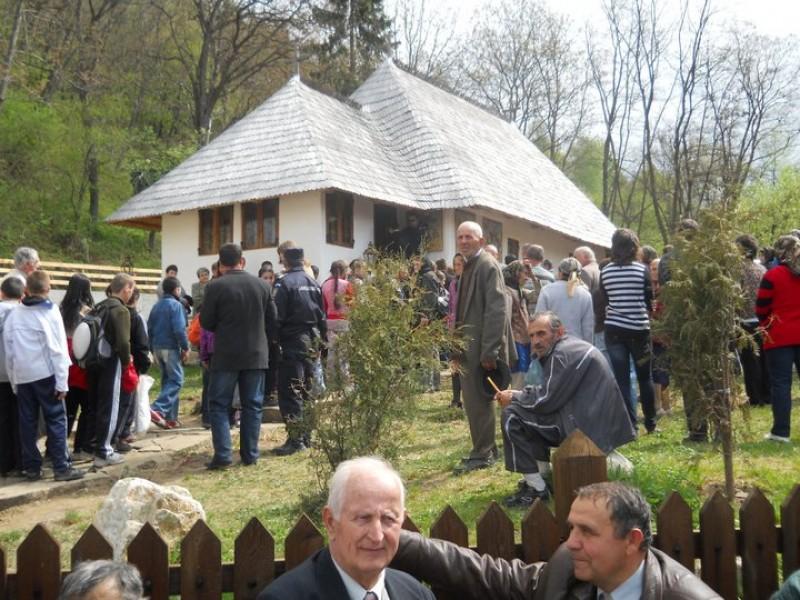 """Resfintirea bisericii """"Gruşetu"""", comuna Costeşti, judeţul Vâlcea"""