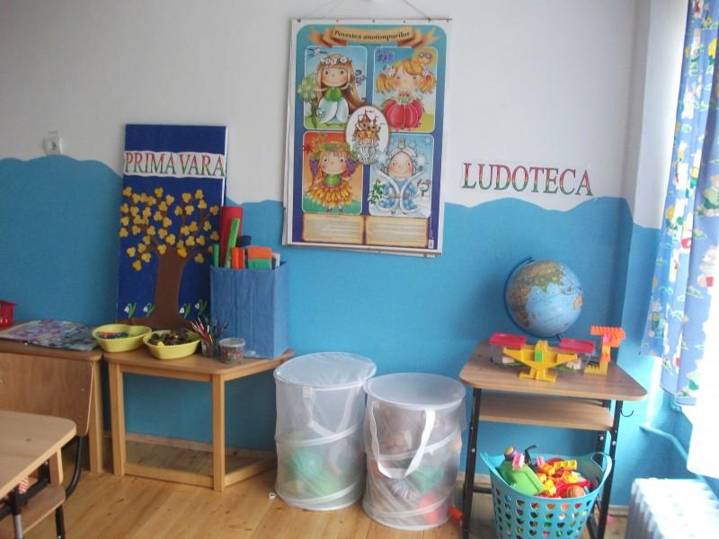 Copiii dispun de o baza logistica diversa si atractiva.