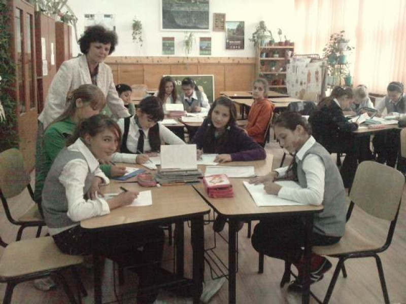Clasa a VI-a B, impreuna cu d-na prof. de biologie